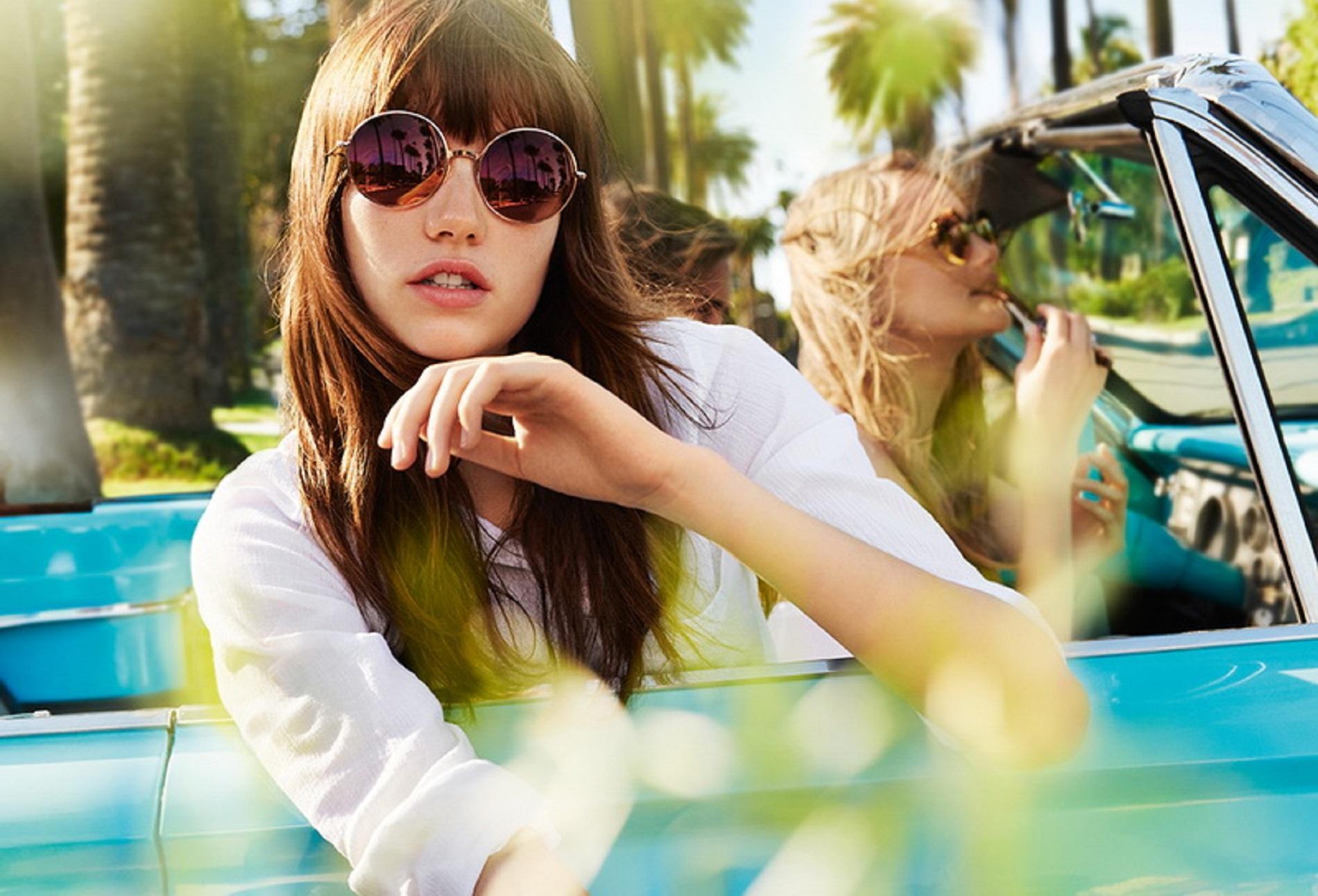 654763cdf3c47f ... l été 2016. Verres fumés, opaques, montures transparentes, colorées ou  sculptées, en acétate, en bois, pailletées... Les lunettes de soleil de la  saison ...