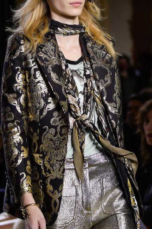 Masculin-féminin Comment continuer de porter le foulard de notre été   Lavallière  Comment continuer de porter le foulard de notre été   Esprit orientaliste  ... 886efdb0d0c