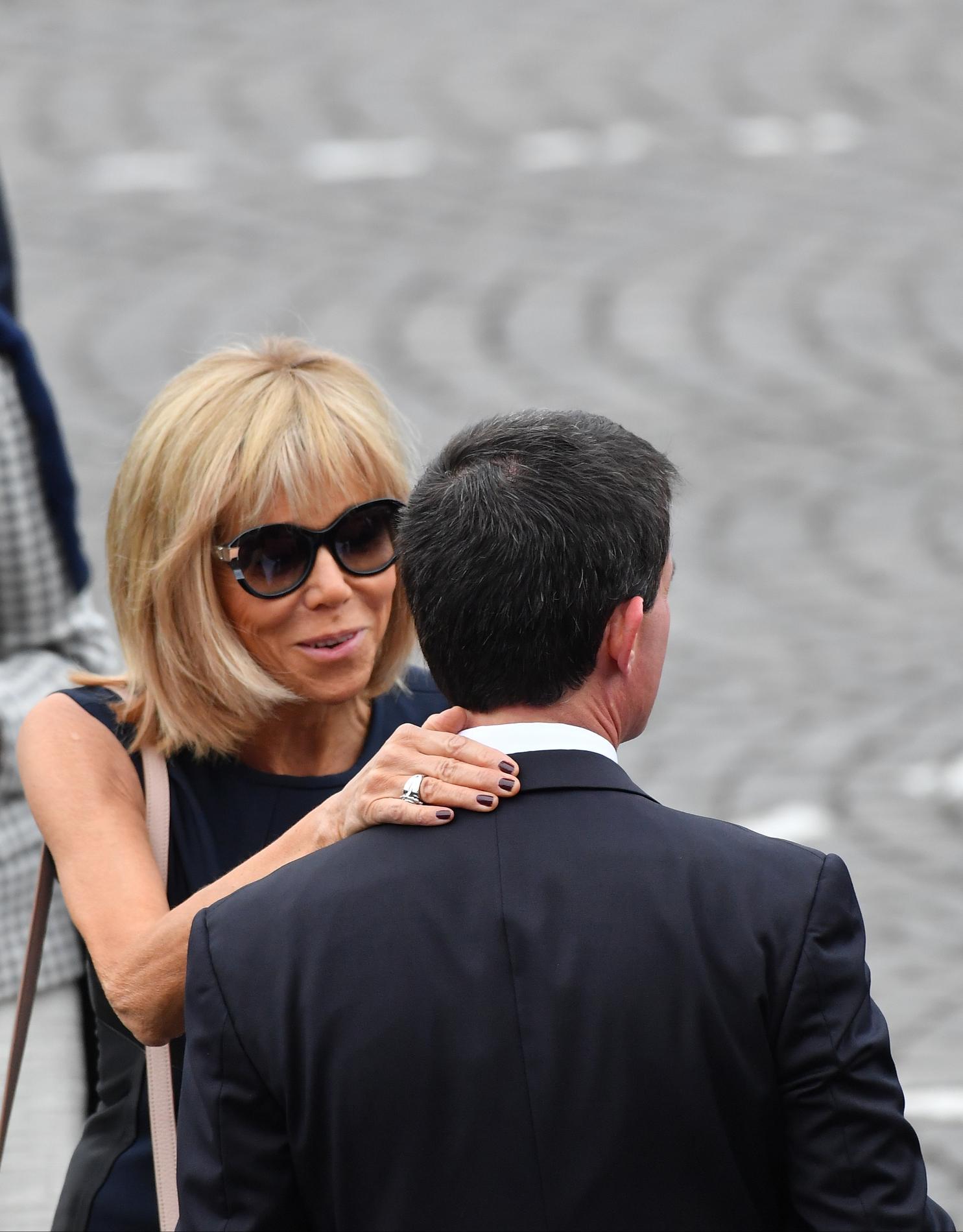 Macron et sa femme leur rencontre. Rencontres pour une nuit.