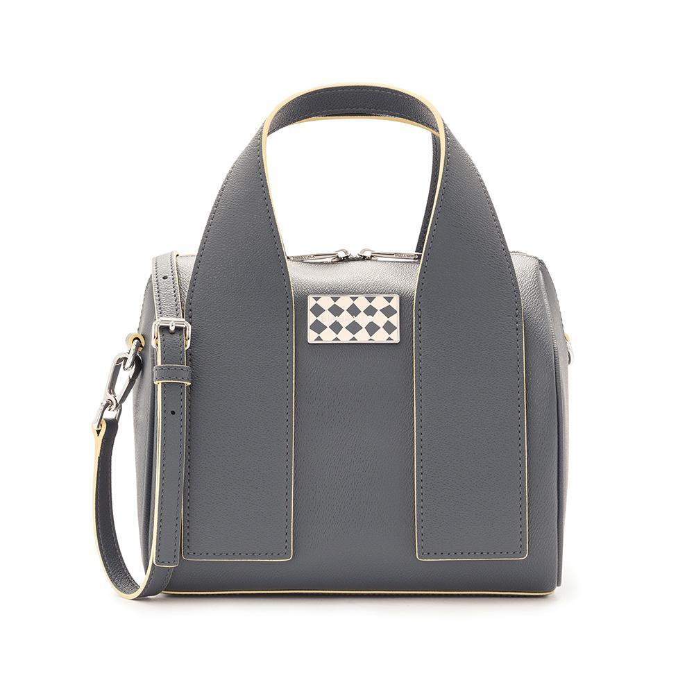 27af8b6105efb ... Les sacs les plus désirables de la rentrée   Maison Ullens Les sacs les  plus désirables de la rentrée   Saint Laurent Les sacs les plus désirables  de la ...