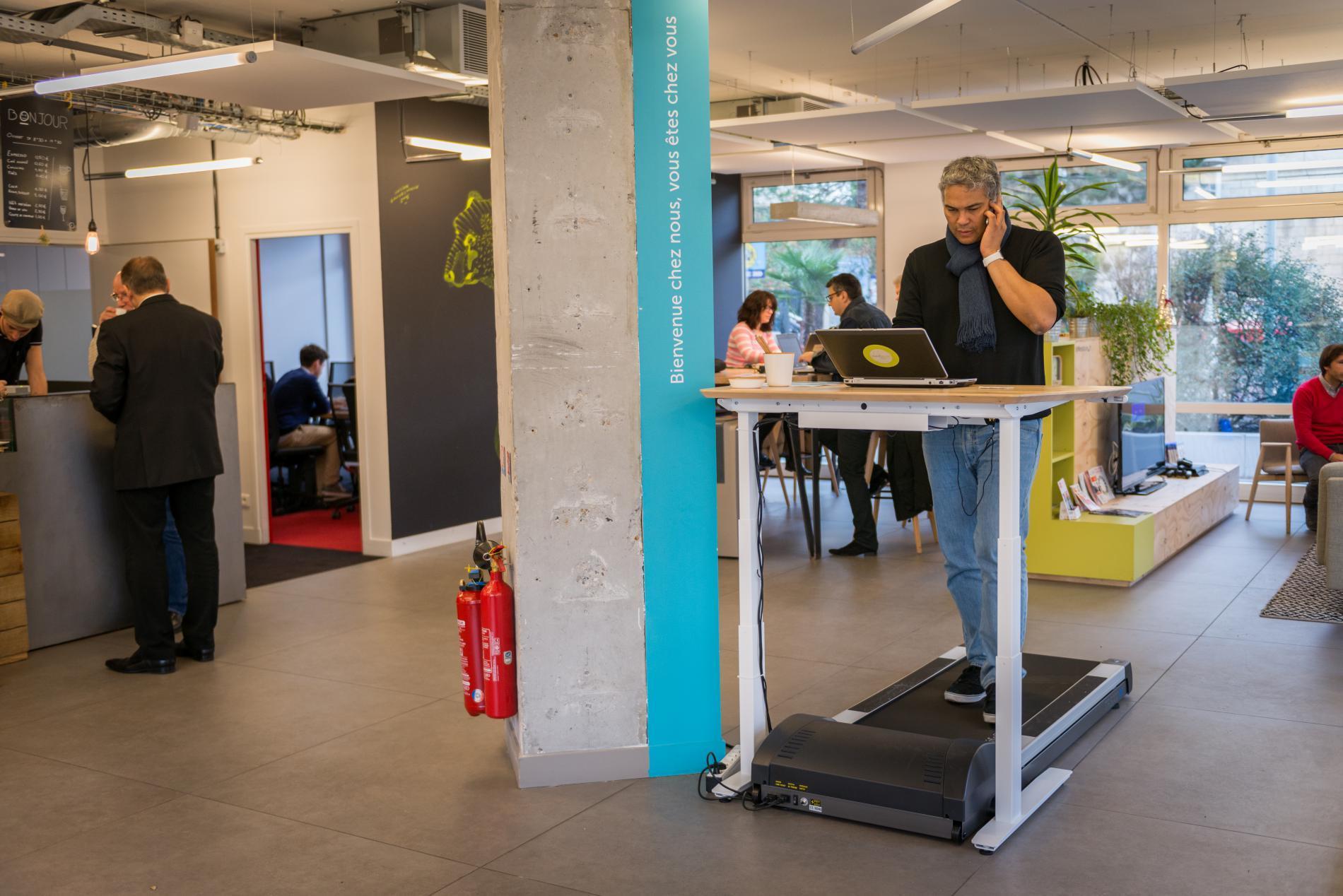 Le Walking Desk Swiss Ball Ces Nouvelles Chaises De Bureau