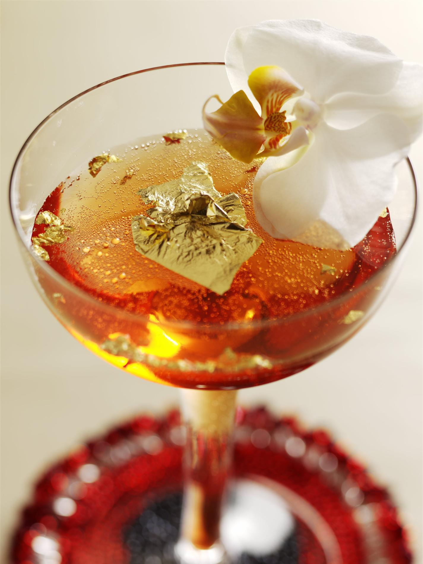 recette cocktail de champagne coquelicot et feuilles d 39 or cuisine madame figaro. Black Bedroom Furniture Sets. Home Design Ideas