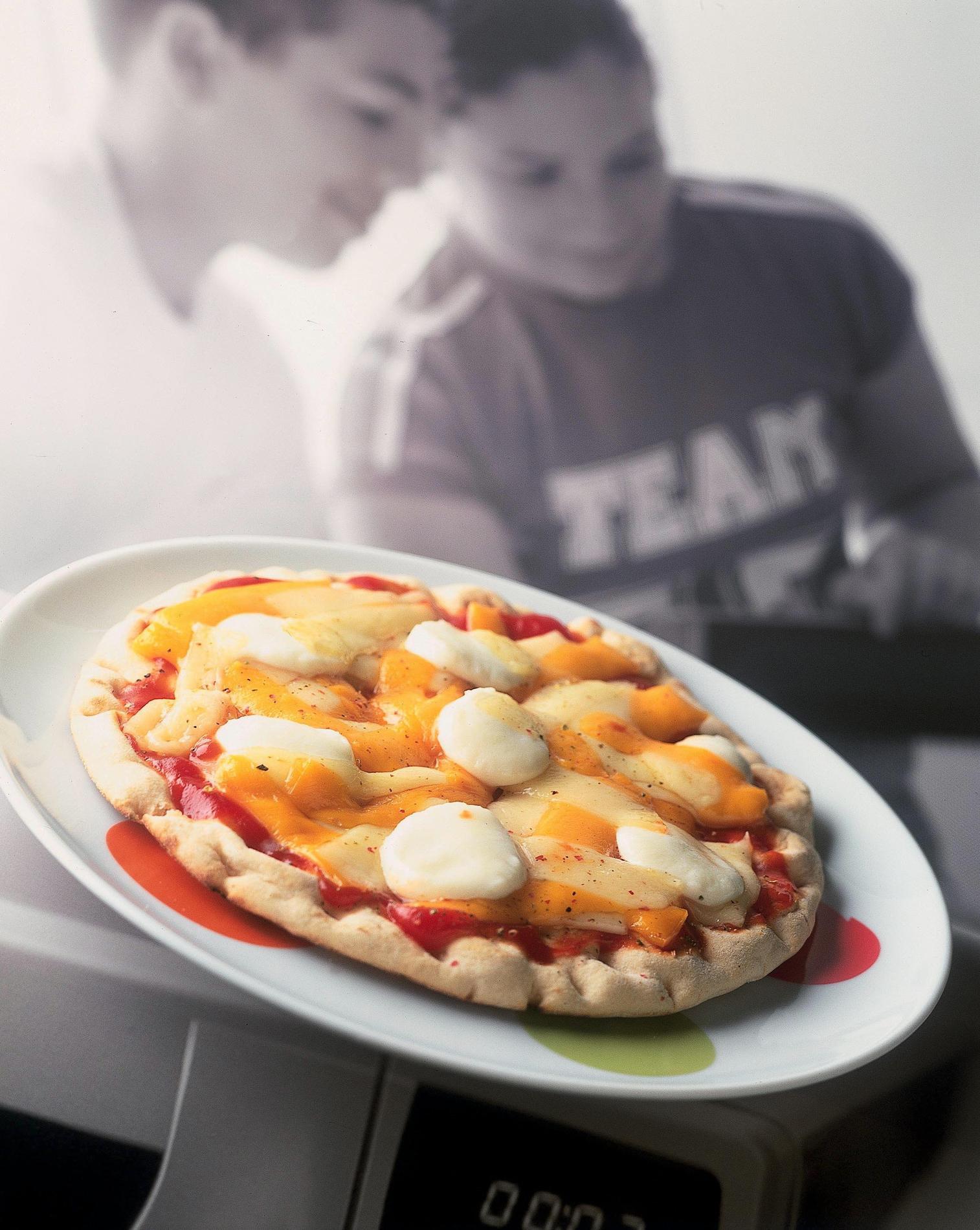 recette pizza aux fromages cuisine madame figaro. Black Bedroom Furniture Sets. Home Design Ideas