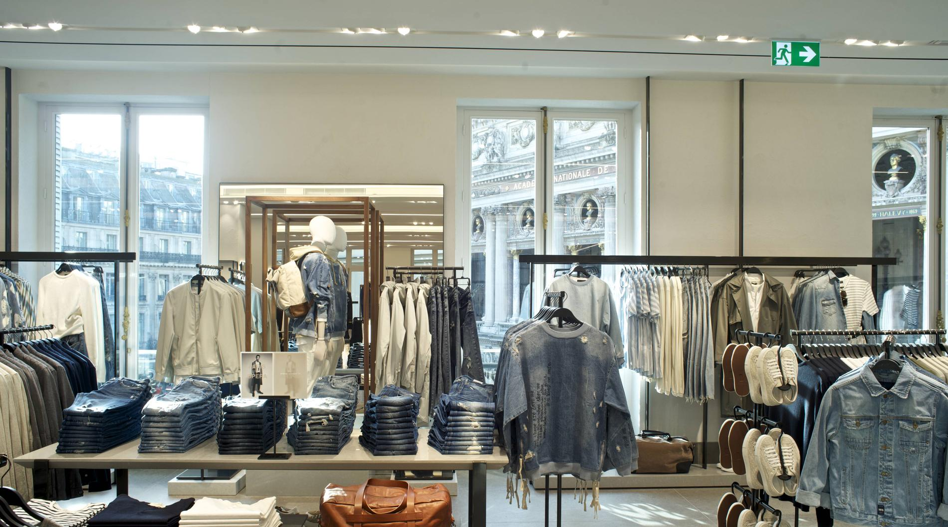a16b84cf88e4 ... Visite en images du plus grand magasin Zara de France - la mode homme