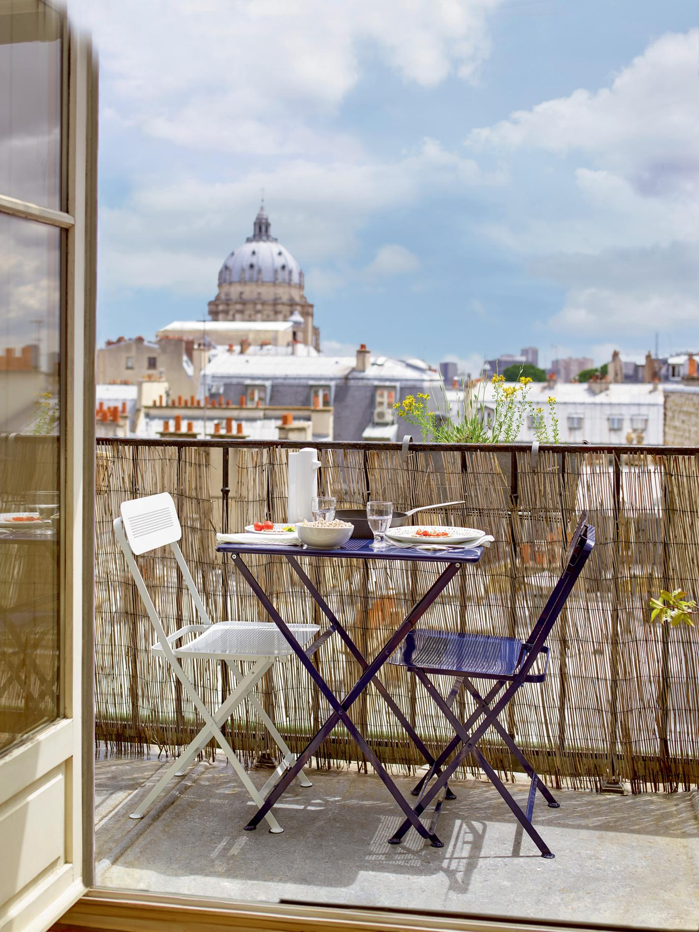 sept astuces pour am nager un petit balcon madame figaro. Black Bedroom Furniture Sets. Home Design Ideas