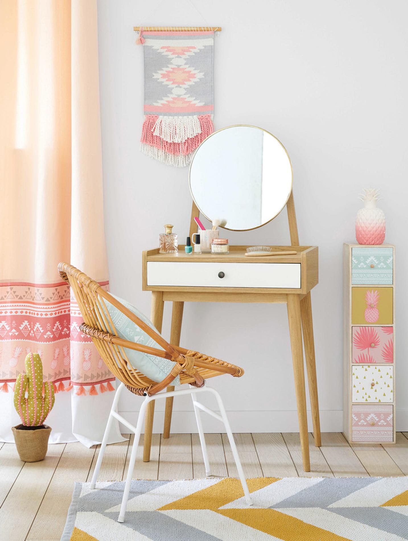 excellent coiffeuse pour chambre destin coiffeuse design pour chambre awesome dco coiffeuse. Black Bedroom Furniture Sets. Home Design Ideas