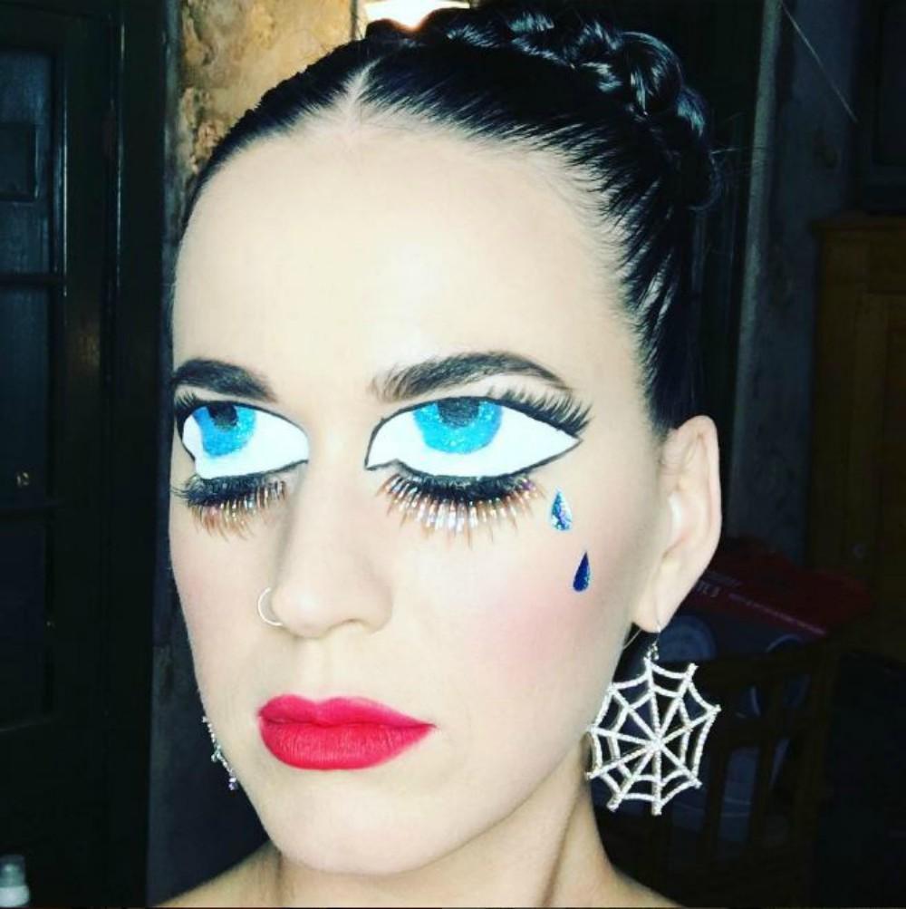Très Halloween : 20 idées de maquillage pour petits et grands inspirées  CU41