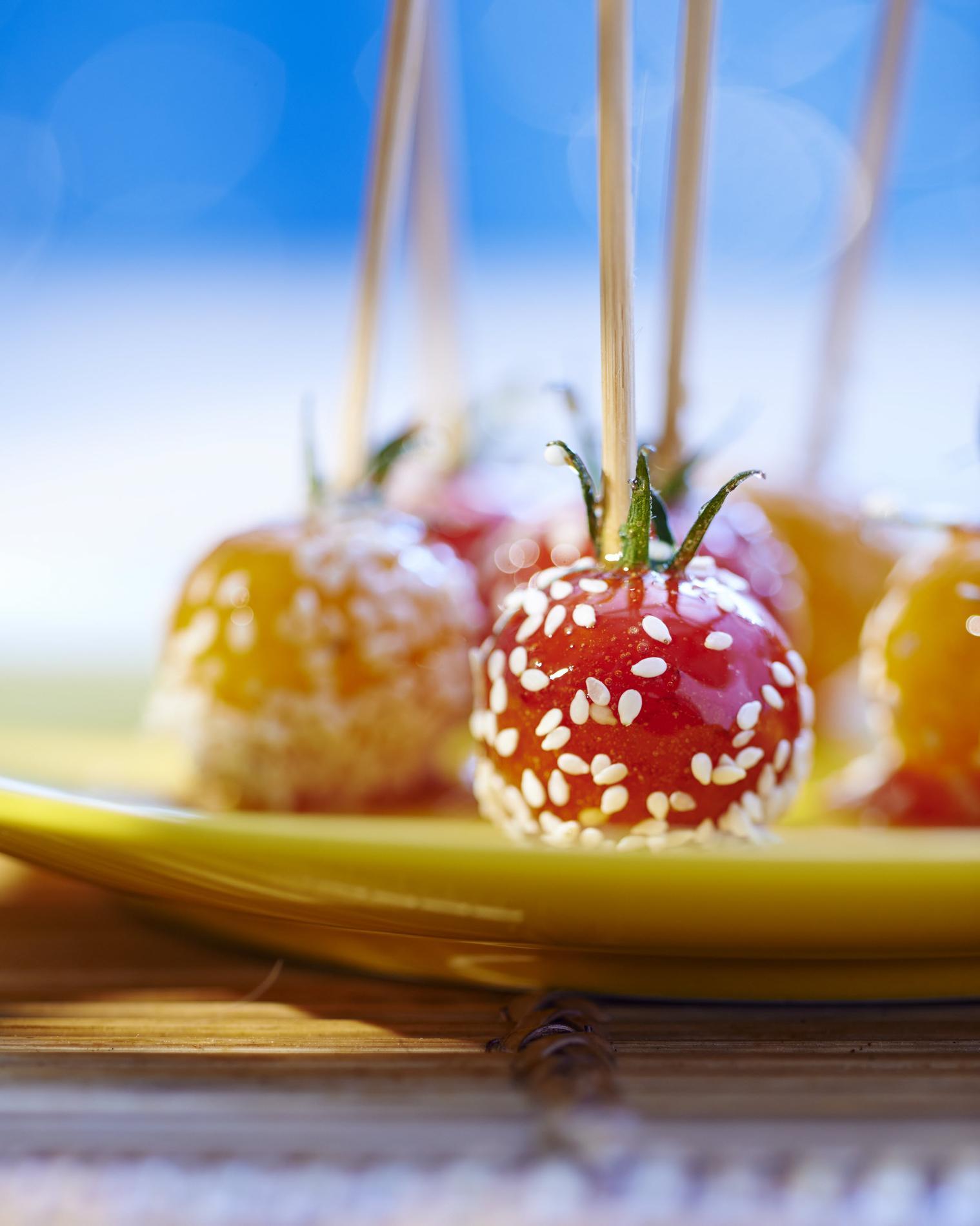 recette tomates cerises au s same fa on pommes d 39 amour cuisine madame figaro. Black Bedroom Furniture Sets. Home Design Ideas