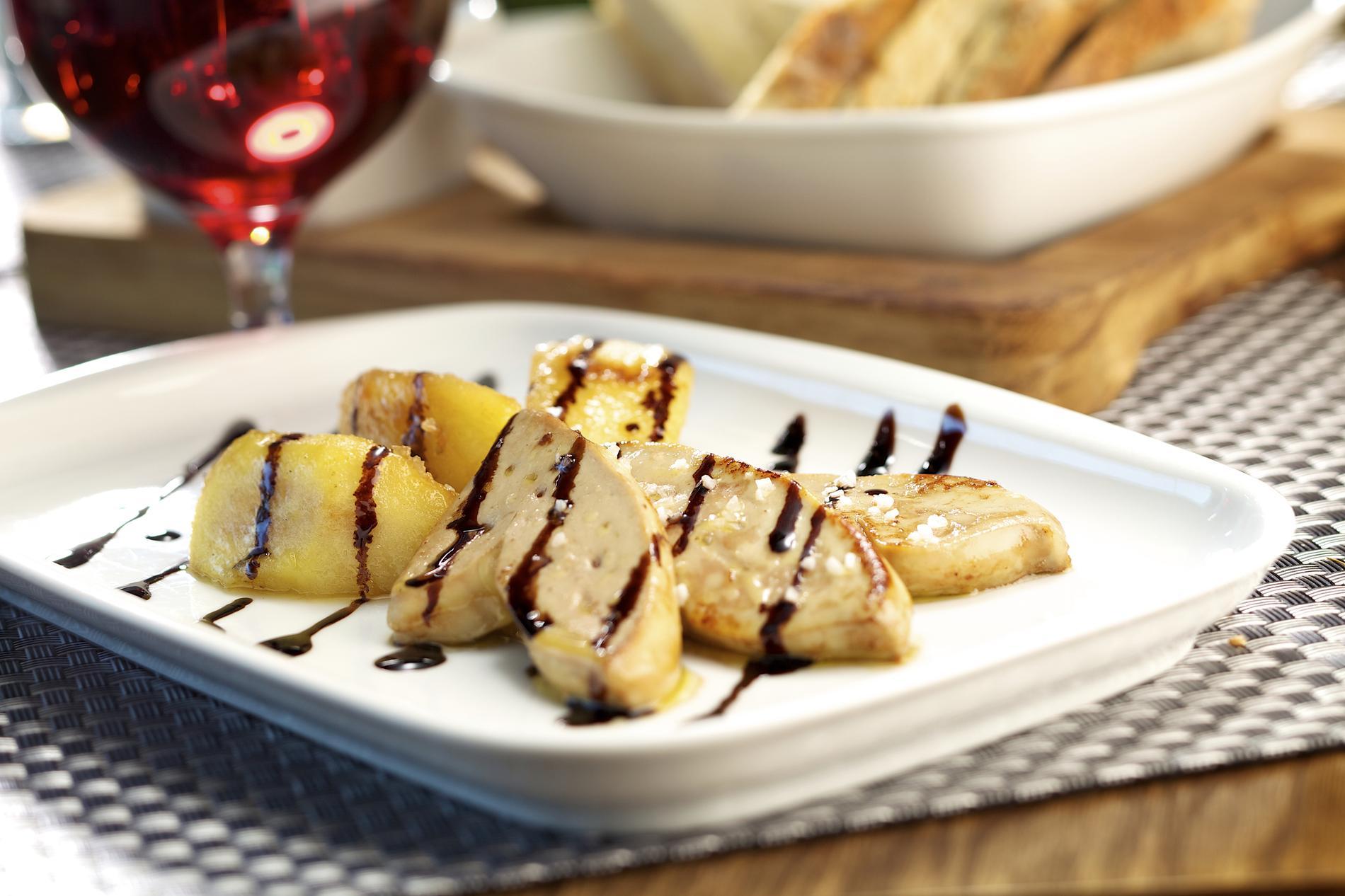 recette foie gras po l aux pommes caram lis es cuisine madame figaro. Black Bedroom Furniture Sets. Home Design Ideas