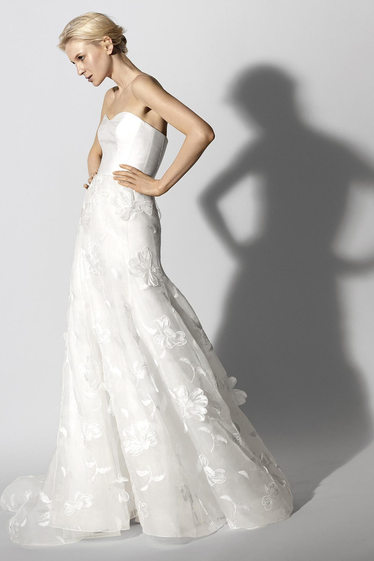 Photo presse BHLDN Quelle robe de mariée choisir lorsque l on a une forte  poitrine   - Carolina Herrera ... d7f03d09252