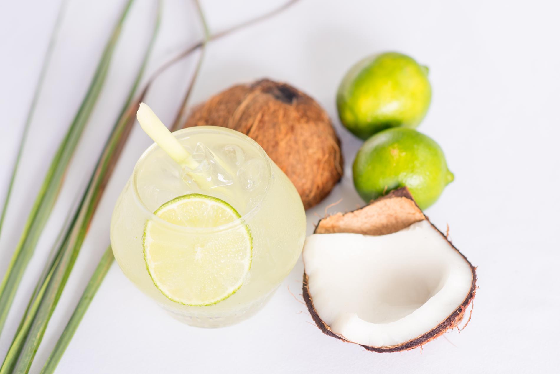 recette cocktail rhum coco gingembre citronnelle et coriandre cuisine madame figaro. Black Bedroom Furniture Sets. Home Design Ideas