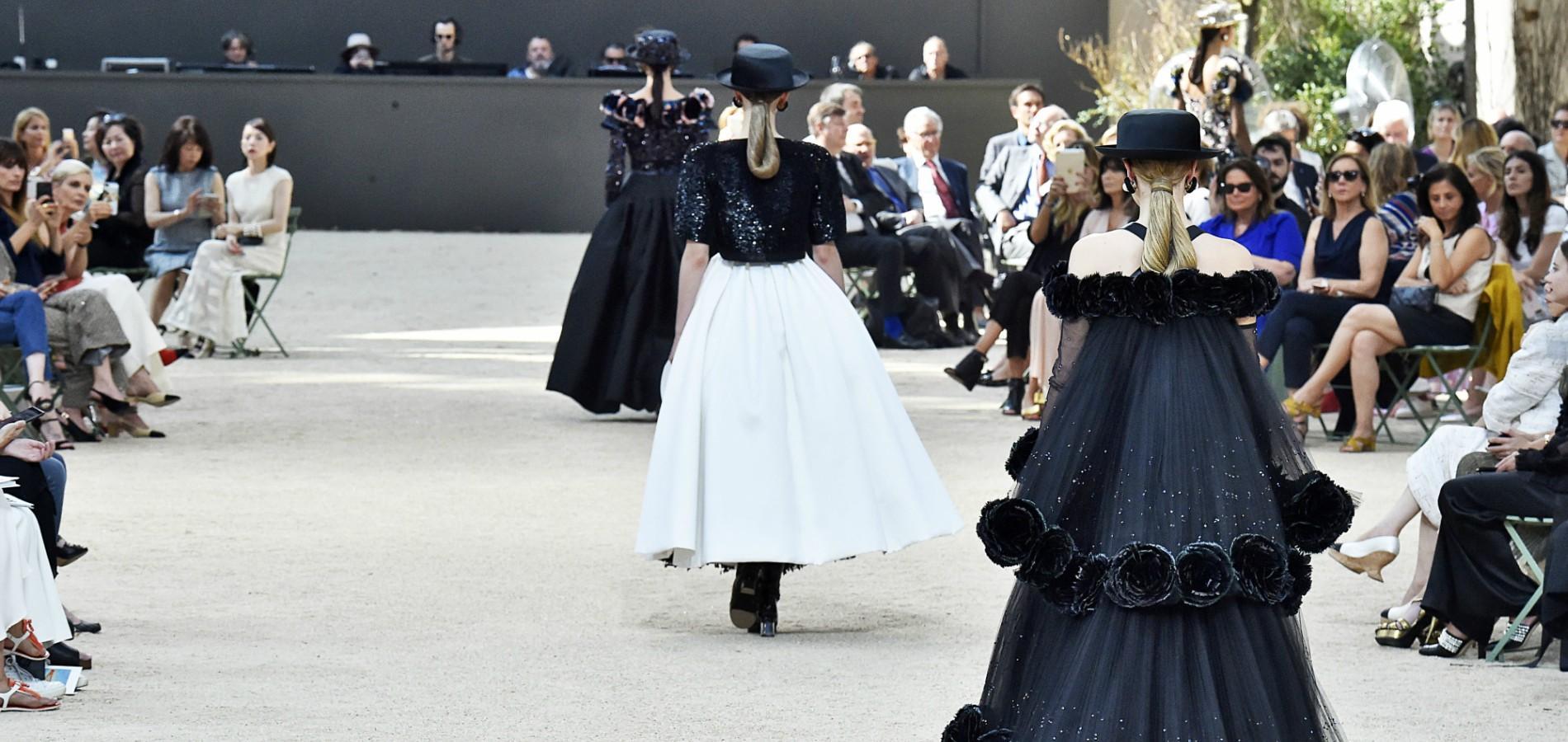 fashion week le calendrier officiel des d fil s haute couture printemps t 2018 madame figaro. Black Bedroom Furniture Sets. Home Design Ideas
