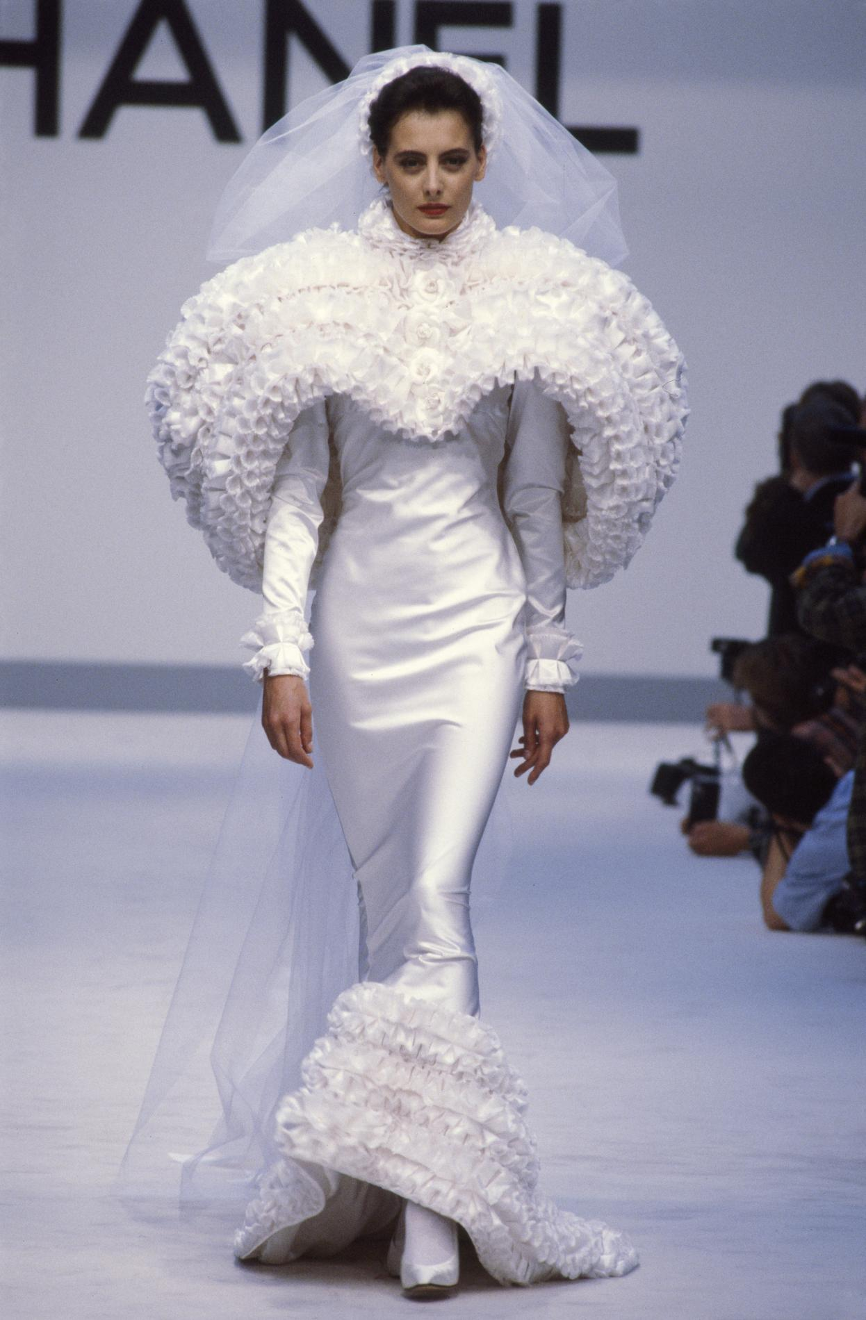 les robes de mari e les plus mythiques de la haute couture madame figaro. Black Bedroom Furniture Sets. Home Design Ideas