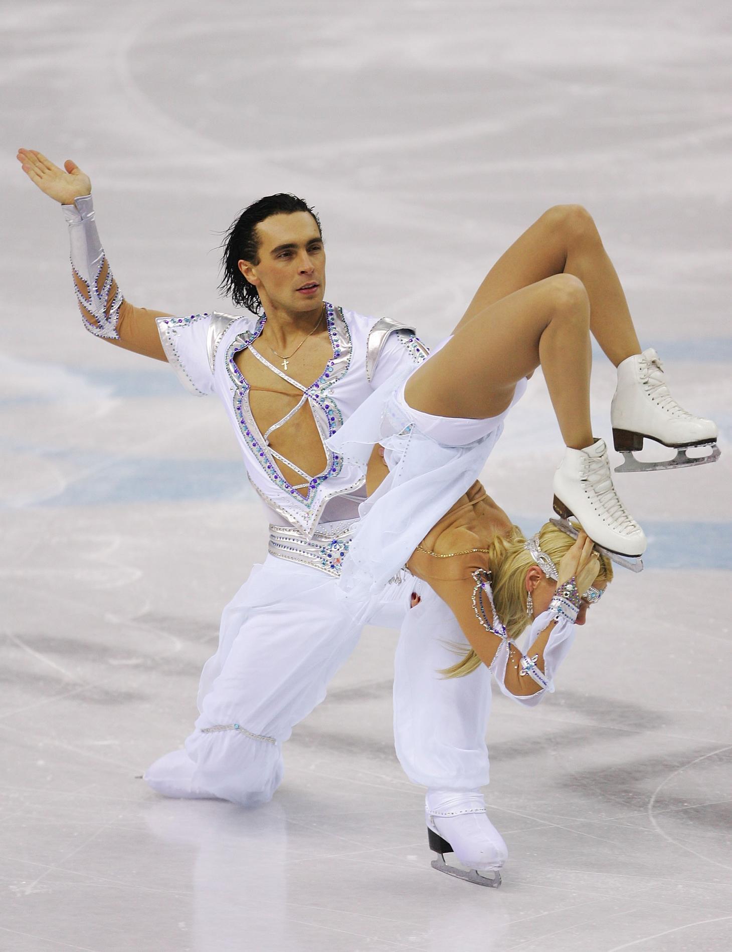 Les tenues de patinage artistique les plus improbables repérées aux Jeux  olympiques - . cb85f470ccd