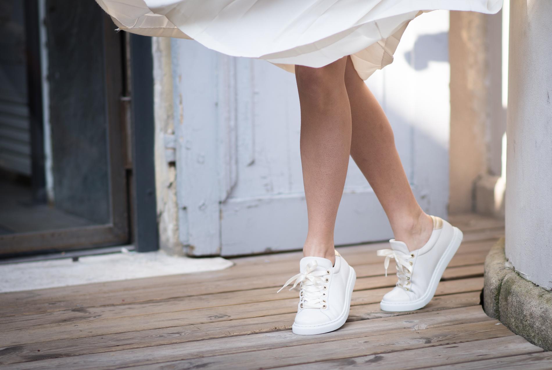 San Marina Lance Une Ligne De Chaussures De Mariage Avec La Mariee