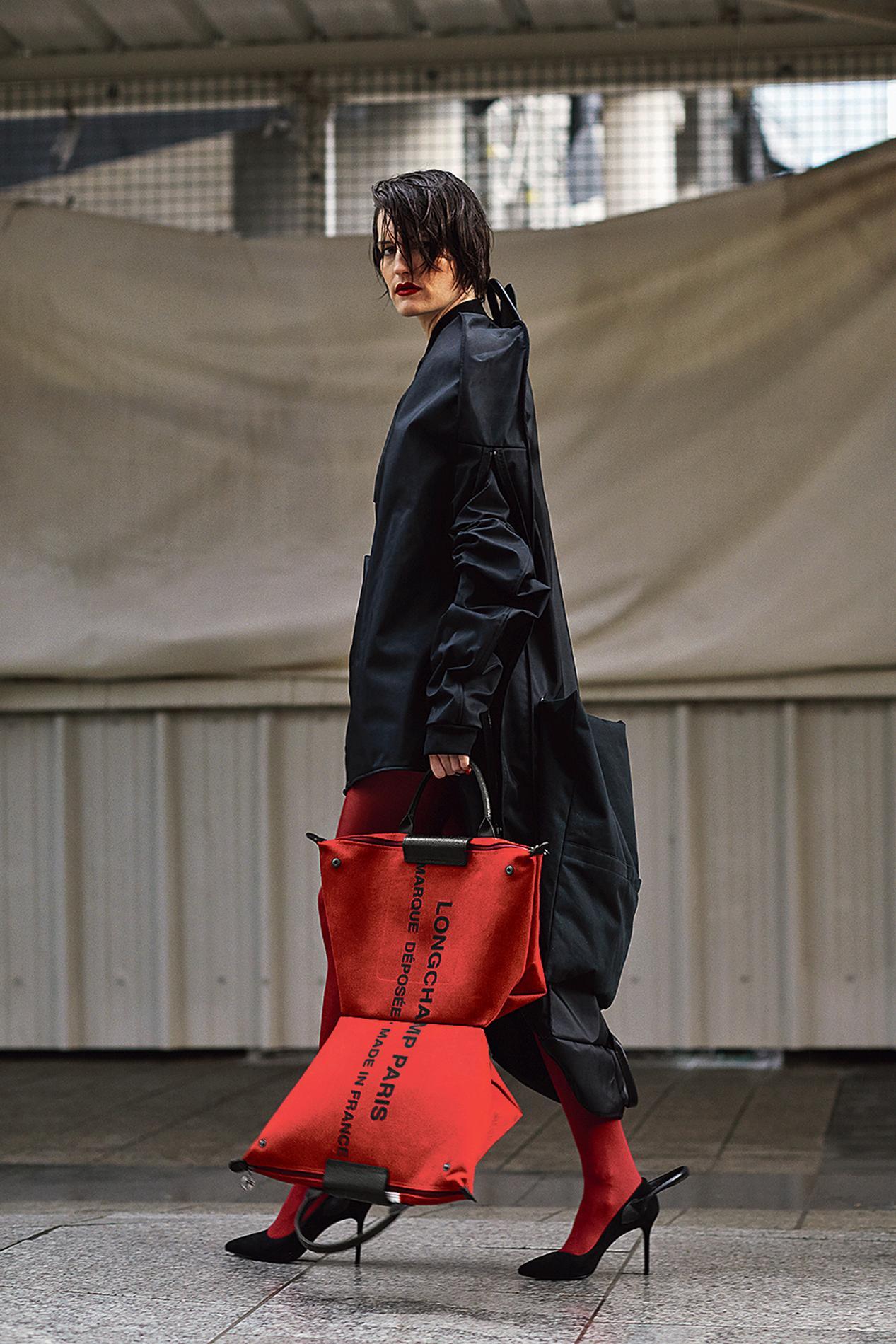 45fb32def5e165 Sophie Delafontaine, directrice artistique de Longchamp, a confié à Shayne  Oliver la création d une collection, en vente demain.