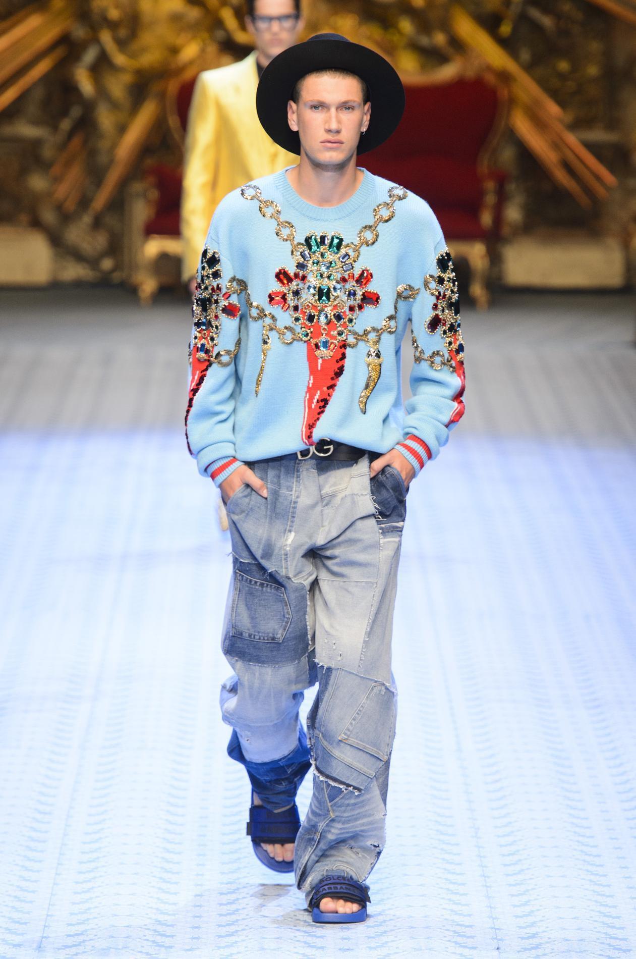 f33b786b9aaf Milan amp  Madame Gabbana Figaro à Monica Bellucci défile pour Dolce  wPYnt8q1