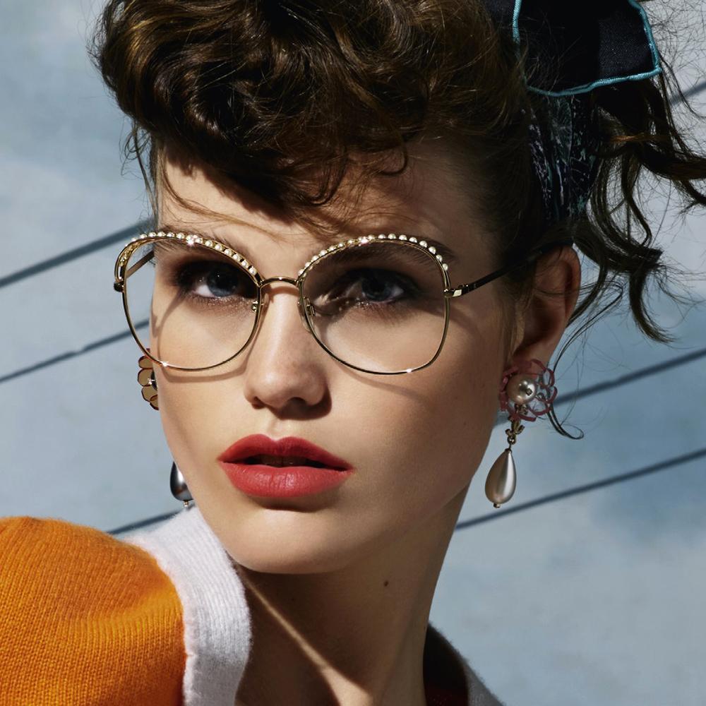 ... Cutler and Gross Notre sélection de lunettes de vue originales pour la  rentrée - Chanel ... 65642d620805