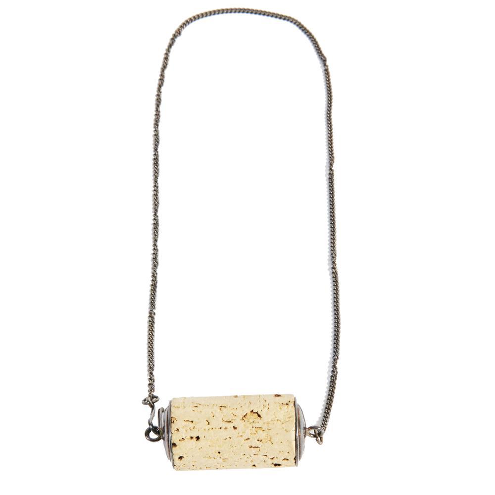 dd44bdeb7314 Artcurial   Photo presse Six bijoux délirants à dénicher aux enchères à la  vente Martin Margiela chez Artcurial - collier liège ...