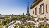 Rooftops, tapas, apéros: six tables pour prolonger l'été à Paris