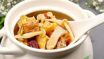 Bayan, ébouriffante table chinoise