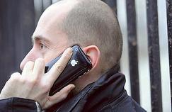 Utiliser un téléphone portable «active» le cerveau