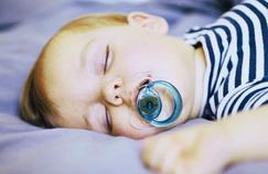 Sucer la tétine de son bébé réduit ses risques d'allergie