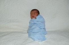 Emmailloter les bébés, une hérésie