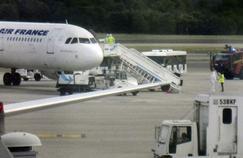 Ebola : les contrôles sanitaires dans les aéroports offrent une protection imparfaite