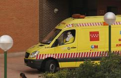 Ebola en Espagne : l'infirmière aurait été en contact avec son gant infecté