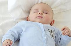 Dormir avec son bébé augmente le risque de mort subite