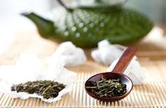 Comment le vin et le thé vert agissent contre Alzheimer