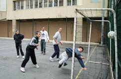 Faire du sport après l'école améliore la santé des ados