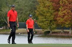 Tiger Woods et son fils de 11 ans font sensation sur les greens