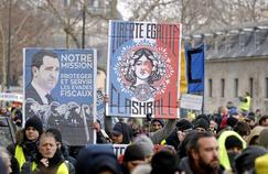 «Liberté, égalité, flashball» : le tableau dans le bureau de Macron détourné