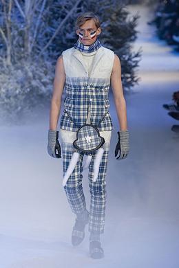 Défilé Moncler Gamme Bleu Automne-hiver 2013-2014 Homme - Madame Figaro fa236c2a0f2
