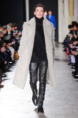 Défilé Costume National Homme Automne-hiver 2016-2017 Homme - Madame ... 017c235f938