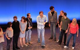 La troupe à Palmade s'amuse avec Muriel Robin