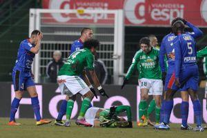 Eysseric, à gauche, venant de blesser Clément.
