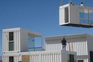 Construction d'une maison conteneur. (Crédit: acheteruncontainer.com)