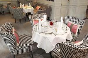 Lire la critique : 1 Place Vendôme