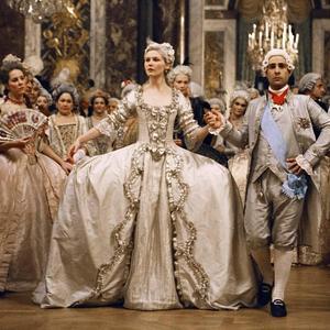 ... Ces robes de princesse du cinéma qui nous auront fait rêver - Marie -Antoinette 086d3945ab8