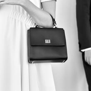 DP Boss La nouvelle ligne Hugo Boss pour les futurs mariés - Le mini sac  Bespoke 7aa9ebc5f1f3