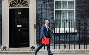 EN DIRECT - Brexit : Theresa May menacée par la fronde des députés