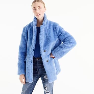 Photo presse Burberry Cet hiver, on se love dans des manteaux en fausse  fourrure colorée - J. 3df81f06fb57