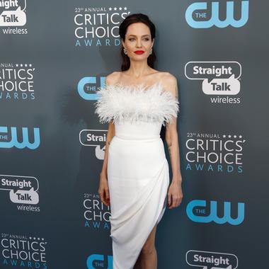 Photo presse Piaget L impératif mode et beauté de la semaine  11 - Angelina  Jolie d80bd687fd5