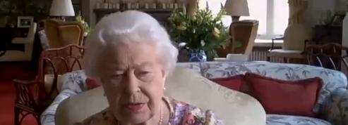 Elizabeth II et la princesse Anne félicitent les