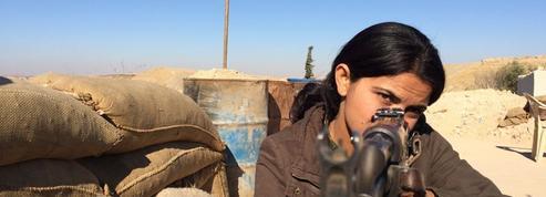 LCP à la rencontre de ces femmes qui combattent Daech