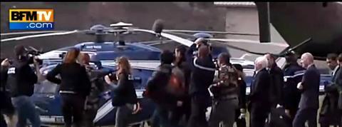 Bernard Cazeneuve de retour sur les lieux du crash de l'A320