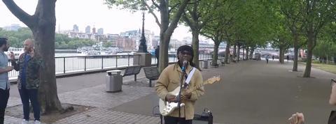 Quand Nile Rodgers joue les musiciens de rue